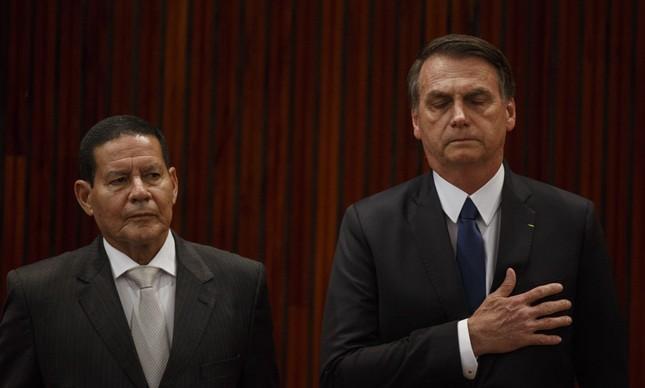 Jair Bolsonaro e Hamilton Mourão ao serem diplomados no TSE