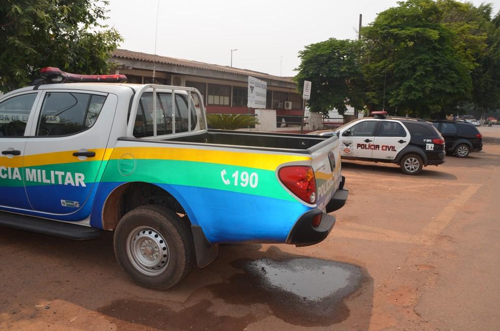 -  Um dos suspeitos foi encaminhado para a Delegacia de Cacoal  Foto: Rogério Aderbal/ G1