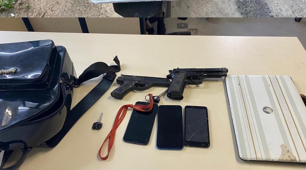 Cinco armas foram apreendidas em operações no município de Camaçari, RMS — Foto: Divulgação / SSP-Ba
