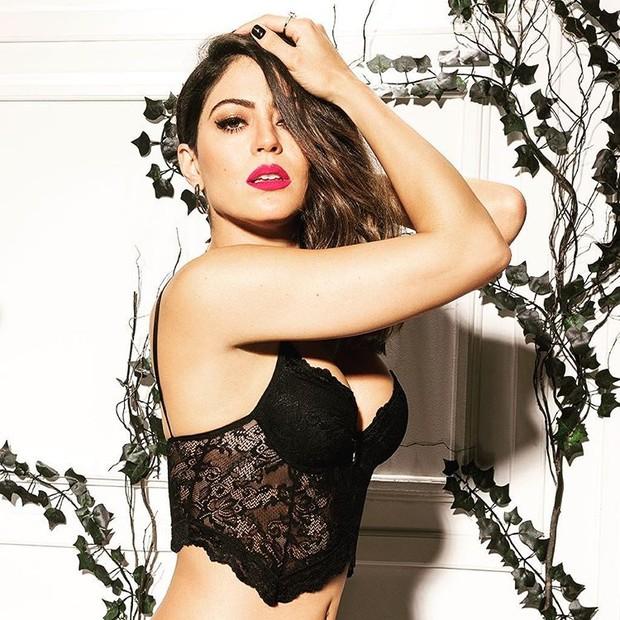 Carol Castro posa sexy (Foto: Reprodução / Instagram)