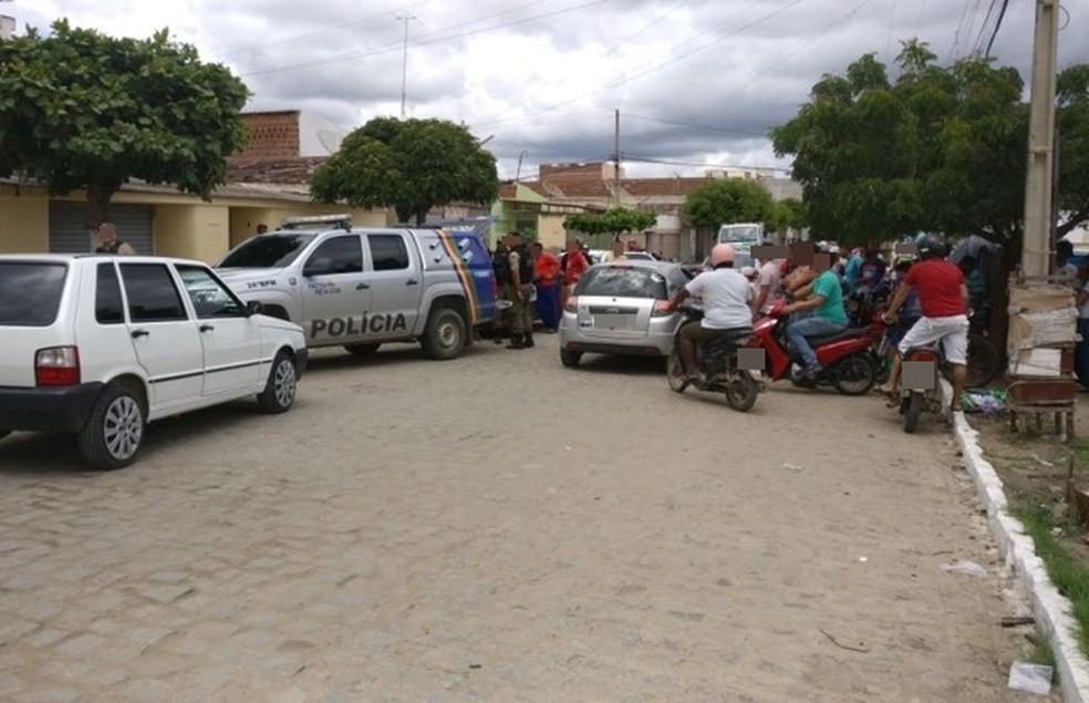 Grupo foi abordado no bairro Nova Santa Cruz  (Foto: Thonny Hill/Blog do Ney Lima )
