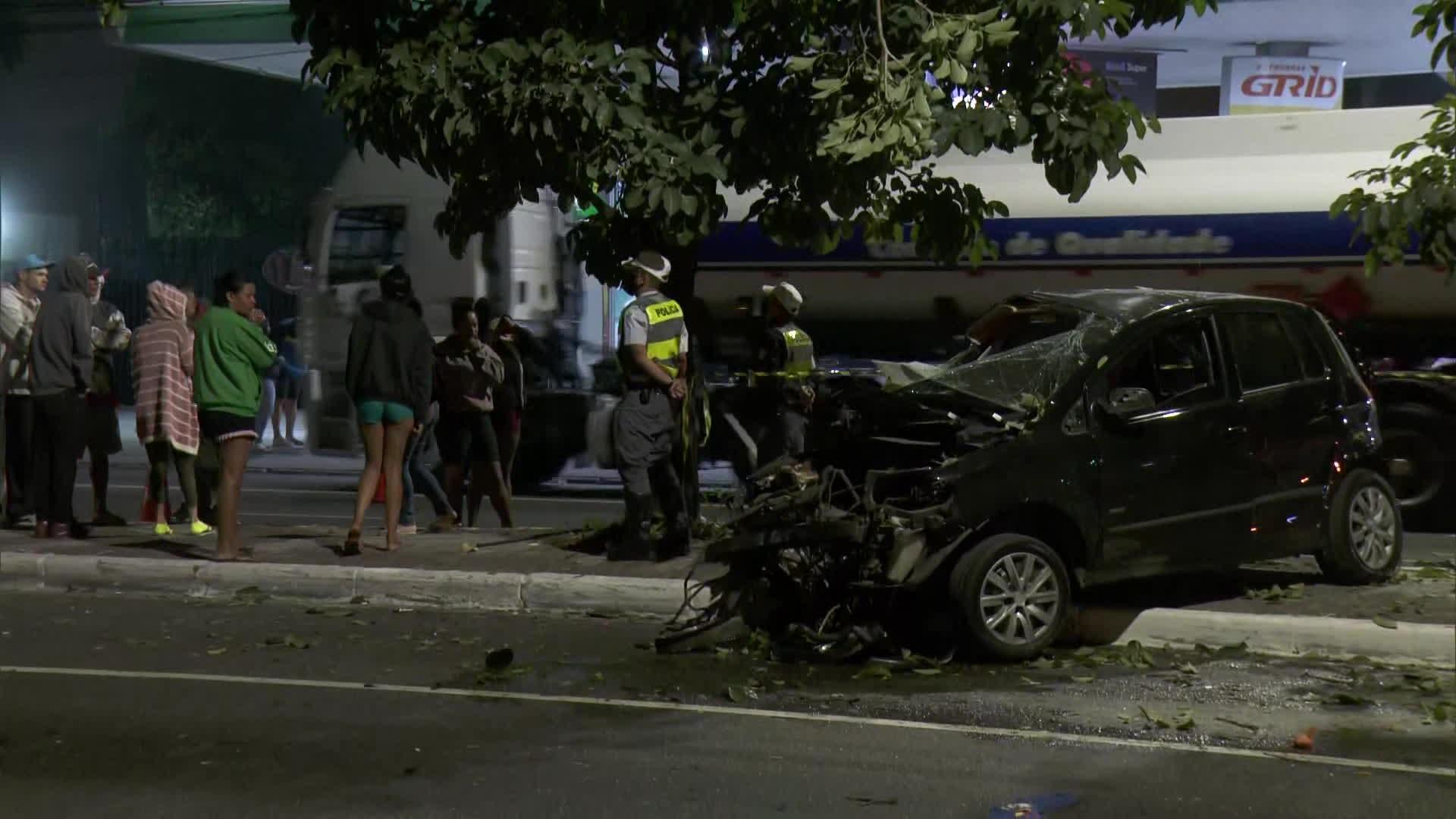 Dois jovens morrem em acidente de carro na Zona Leste de SP; família contesta versão