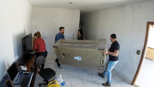 Reforma na sala da família Oliveira combina ação e carinho