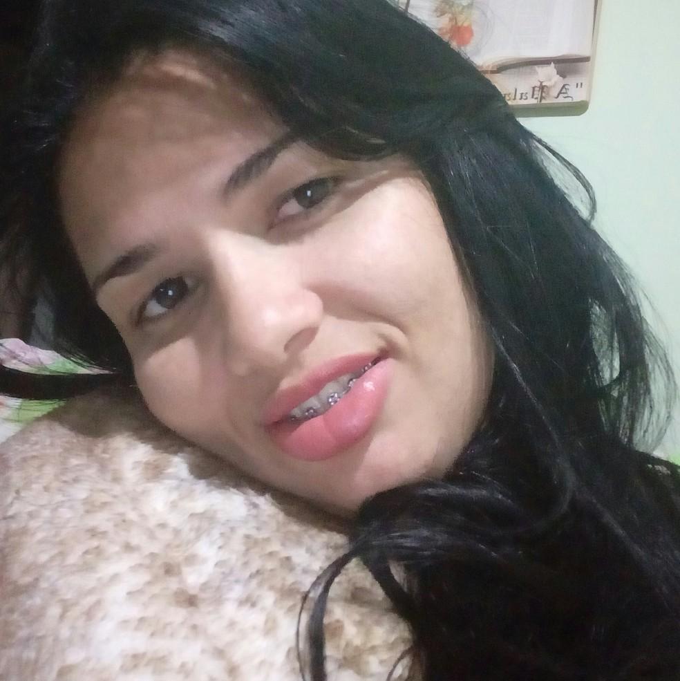 Simone foi morta a facadas pelo ex-marido em Osasco (SP). (Foto: Arquivo Pessoal)