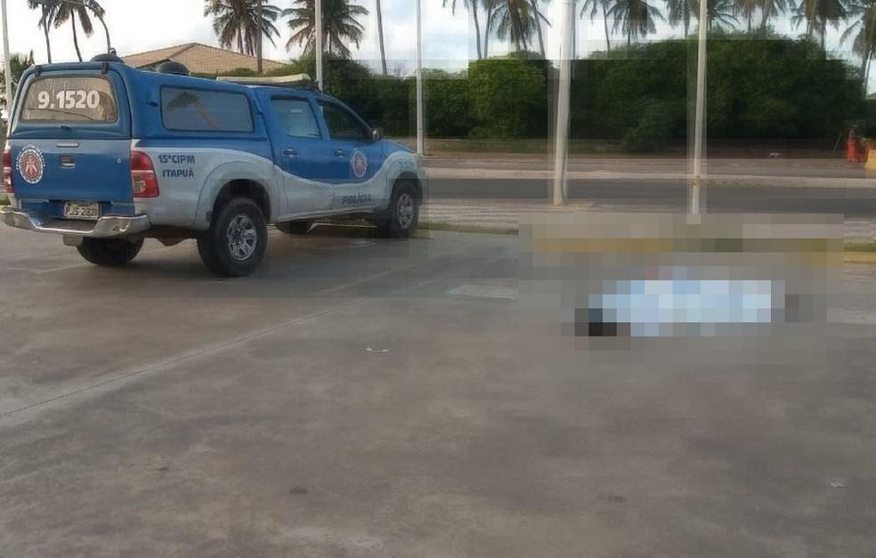Travesti morre após ser baleada em Piatã, bairro de Salvador — Foto: Cid Vaz/TV Bahia