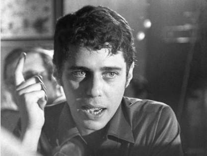 Chico Buarque no dia em que retornou ao Brasil após exílio na Itália, em 1970