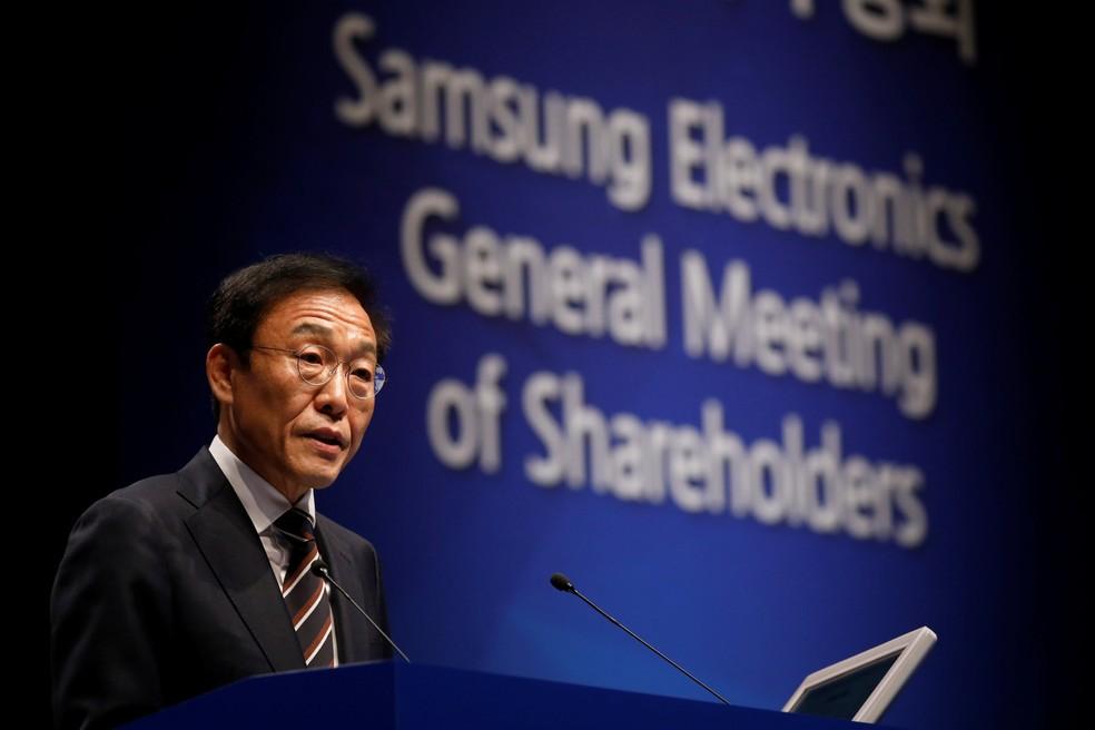 Kim Ki-nam, presidente da divisão de semicondutores da Samsung, durante reunião geral com acionistas da empresa — Foto: REUTERS/Kim Hong-Ji/Pool