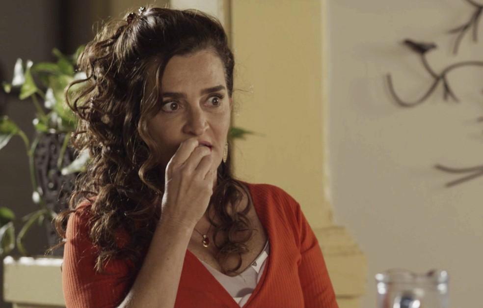 Cândida conta tudo para a filha (Foto: TV Globo)