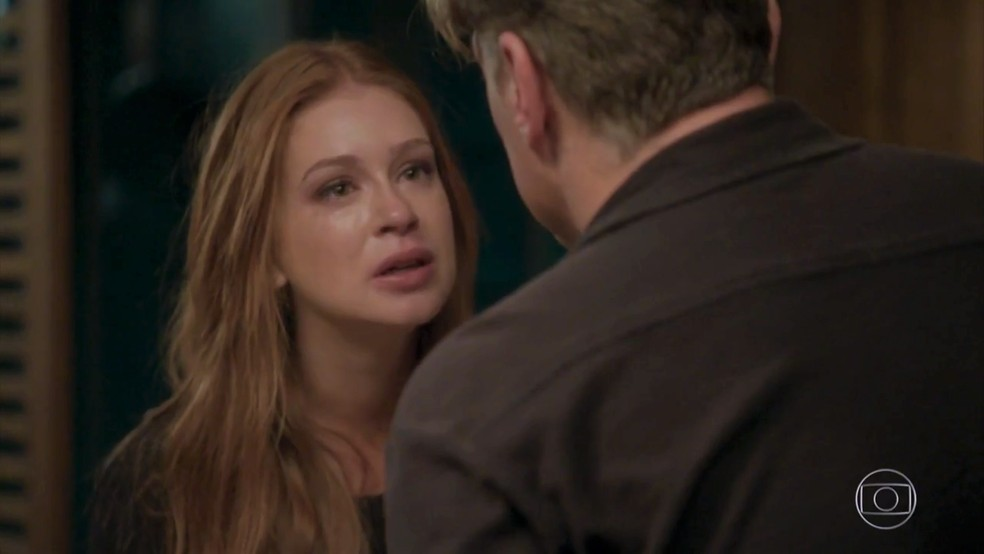 Eliza (Marina Ruy Barbosa) decide ir embora da casa de Arthur (Fábio Assunção) — Foto: TV Globo