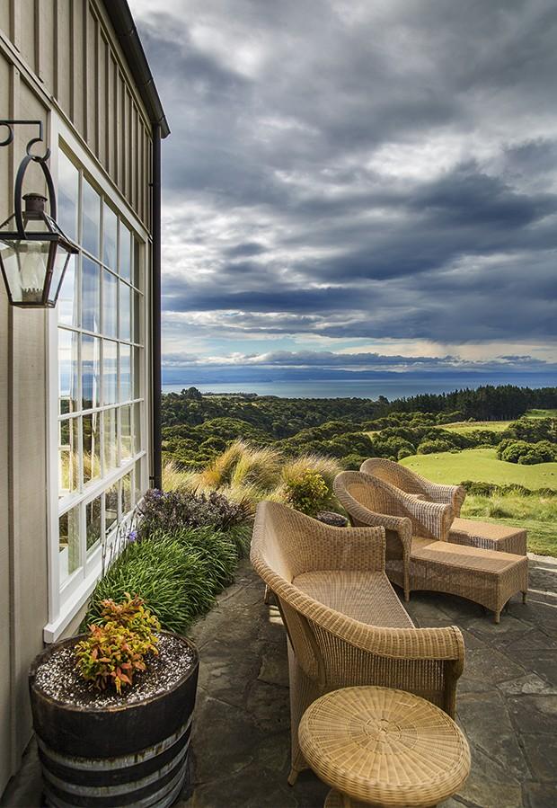 A varanda do hotel The Farm at Cape Kidnappers, na Nova Zelândia, pequeno paraiso na Oceania (Foto: Rogério Voltan)