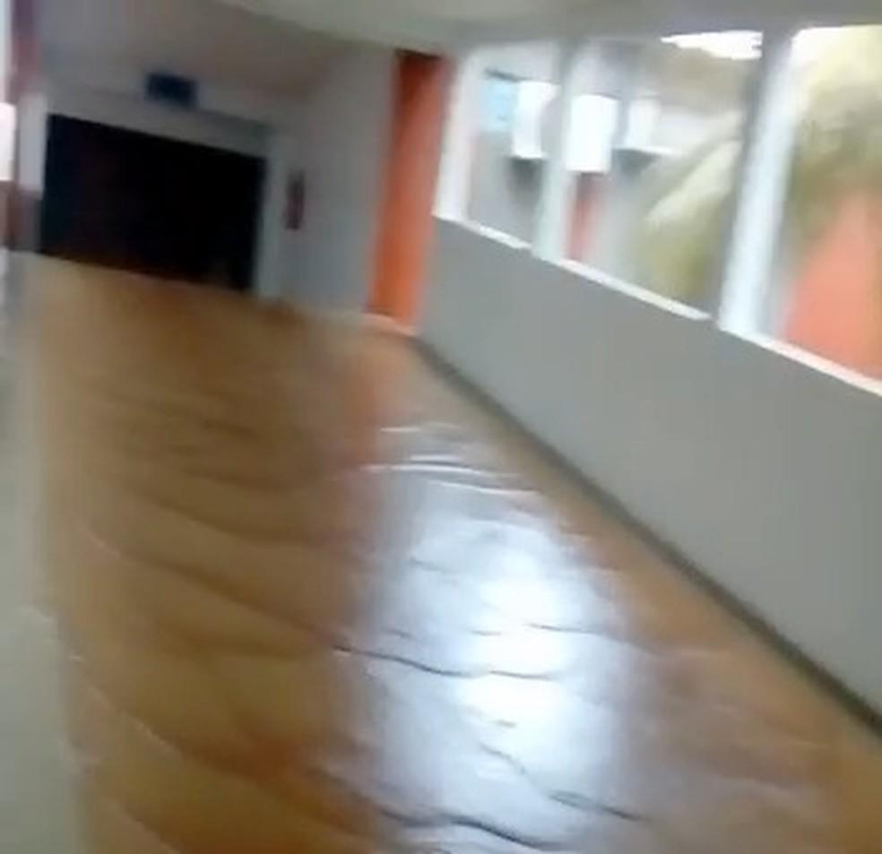 Chuva alagou parte do Hospital Regional de Guaraí (Foto: Reprodução)