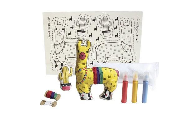 Alegria sem bateria, R$ 58. Mede 41,5 cm x 29 cm (tecido aberto). Recomendado para crianças acima de 6 anos. (Foto: Divulgação)