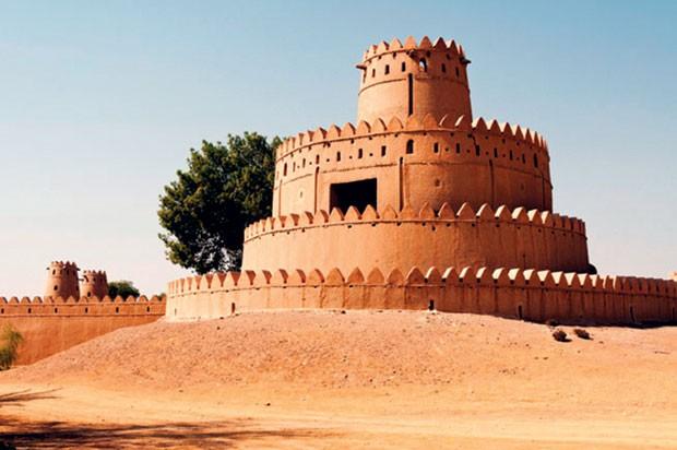 O Forte de Al Jahili foi erguido no século 19 para proteger a cidade de Al Ain. (Foto: Divulgação e reprodução)