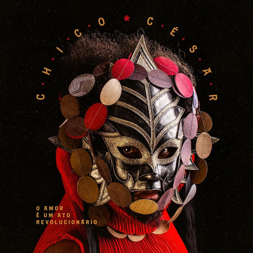 Capa do álbum 'O amor é um ato revolucionário', de Chico César — Foto: Divulgação