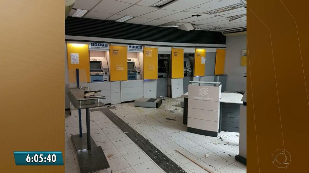 A suspeita é que os bandidos roubaram o cofre do Banco do Brasil. Polícia Civil investiga. (Foto: Reprodução/TV Cabo Branco)