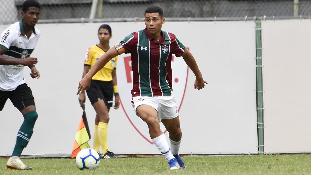 André com a braçadeira de capitão no Sub-20 do Fluminense — Foto: Mailson Santana