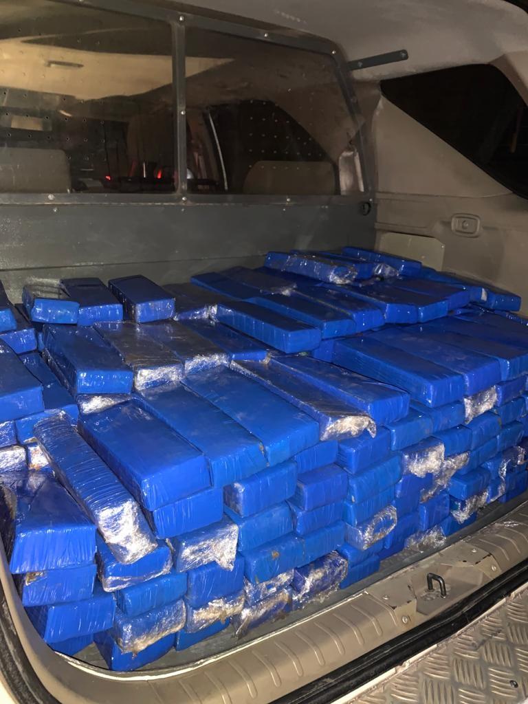 Carro com mais de 200 kg de maconha é apreendido em Guaratinguetá, SP