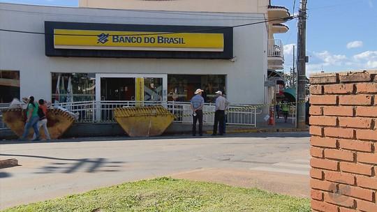 Explosão deixa rastro de destruição em agência bancária de Alpinópolis, MG