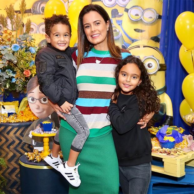 Luciele di Camargo com os filhos Maria Eduarda e David (Foto: Manuela Scarpa/Brazil News)
