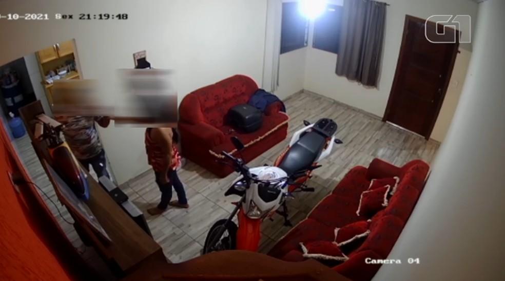 Mulher é morta a tiro dentro de casa em Jesuítas — Foto: Divulgação/PM