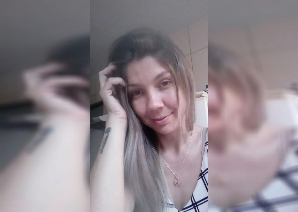 Mulher foi assassinada a tiros na frente da Santa Casa de Bariri — Foto: Facebook/Reprodução