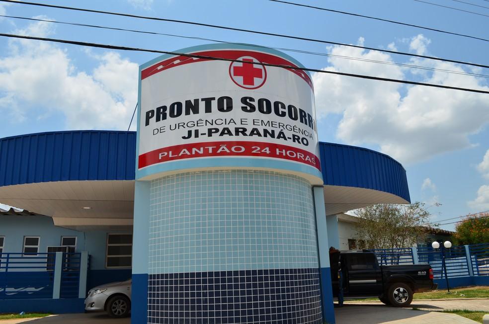 Vítima foi levada em estado grave ao Hospital Municipal de Ji-Paraná após disparos, mas não resistiu. (Foto: Priscila Lima/G1)