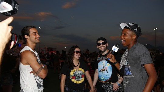 Pablo Morais e Lucas Koka conversam com fãs apaixonados pelo Guns N' Roses