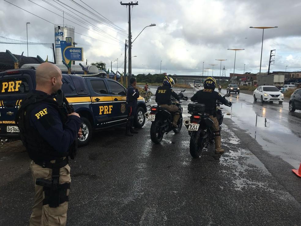 PRF reforça fiscalização de estradas para festas de fim de ano em Pernambuco  | Trânsito PE | G1
