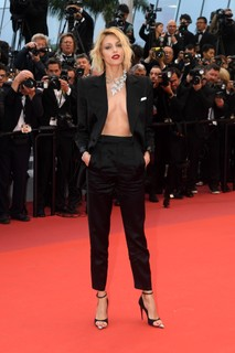 Anja Rubik, de Saint Laurent