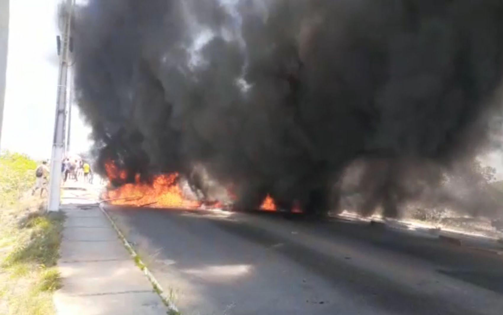 Protesto fecha ponte localizada entre Nossa Senhora do Socorro e Aracaju