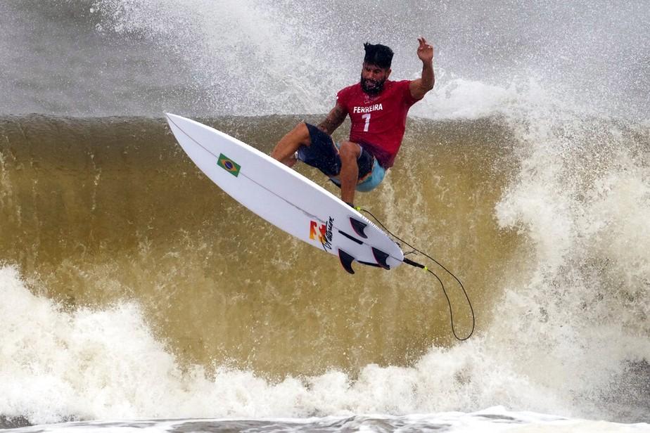 Olimpíada 2021: Italo Ferreira ganha ouro para o Brasil na estreia do surfe    Olimpíada 2021   Valor Econômico