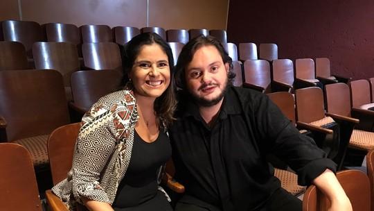 Shana Müller bate um papo com o músico Yamandu Costa