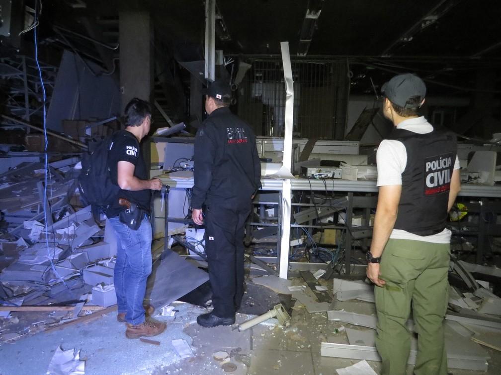 Agências foram alvos de criminosos em Passos (MG) durante a madrugada desta quarta (11) (Foto: Helder Almeida)