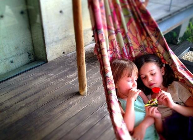 Sofia e Lara, filhas de Roberta, na rede (Foto: Acervo pessoal)