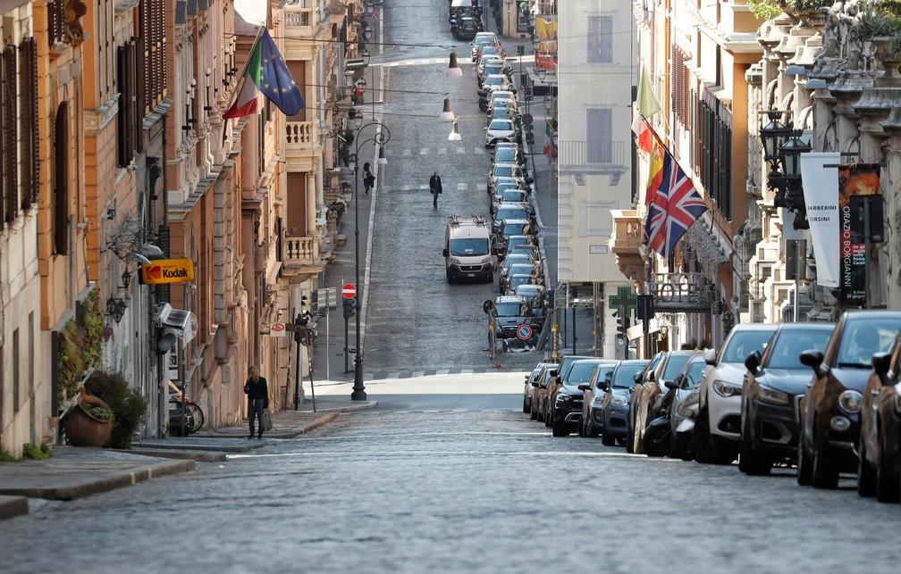Visão geral de uma rua quase vazia em Roma, na Itália, nesta terça-feira (7) — Foto: Remo Casilli/Reuters