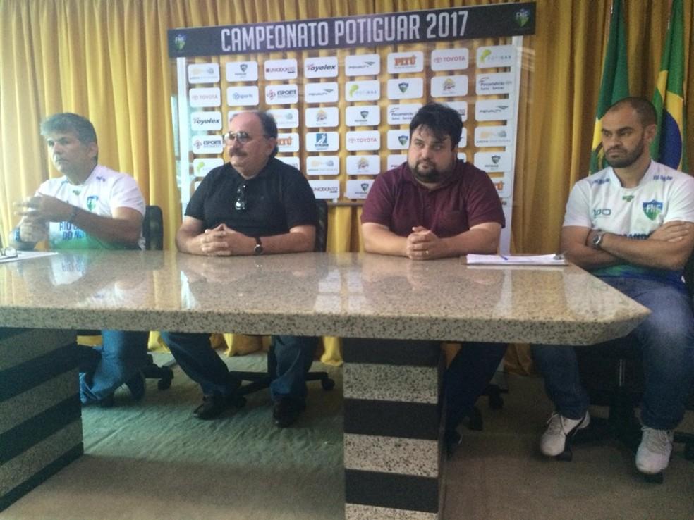 Comissão da seleção sub-20 apresentou atletas nesta segunda-feira (Foto: Hugo Monte/GloboEsporte.com)