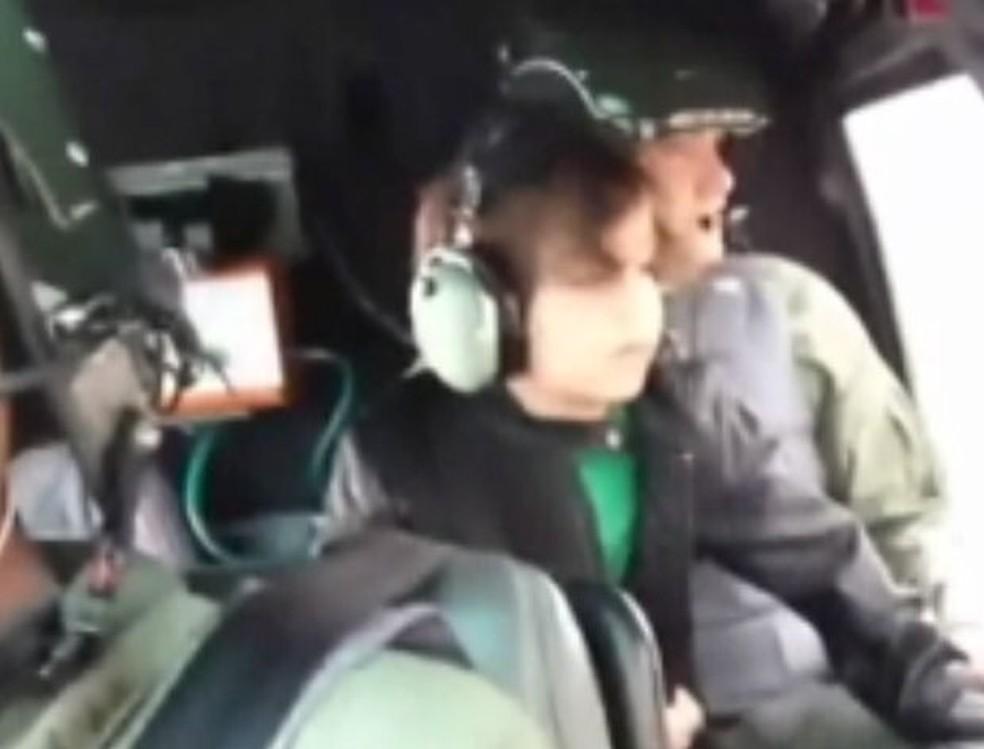 Menino foi com a mãe para São Paulo no helicóptero do Águia  — Foto: Divulgação/ Polícia Militar
