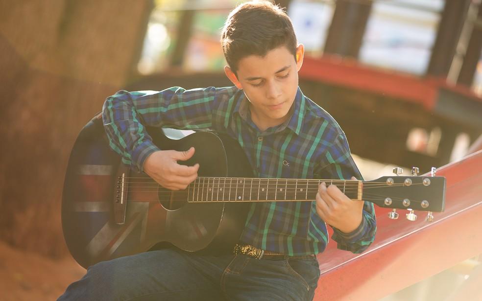 Cantor mirim Kayque Mendes, de Barretos, se inspira em Enzo Rabelo, filho de Bruno, da dupla com Marrone — Foto: Érico Andrade/G1
