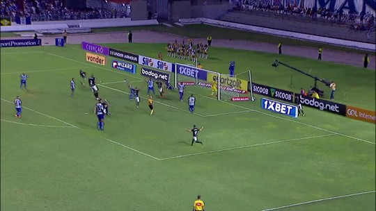 """Cura II, a missão: depois de Carli, Valencia """"renasce"""" em um Botafogo x CSA"""