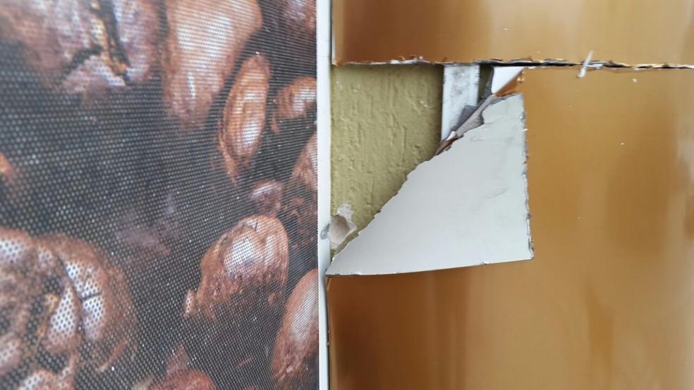 Crime aconteceu em frente a padaria (Foto: Luiz Souza/NSC TV)