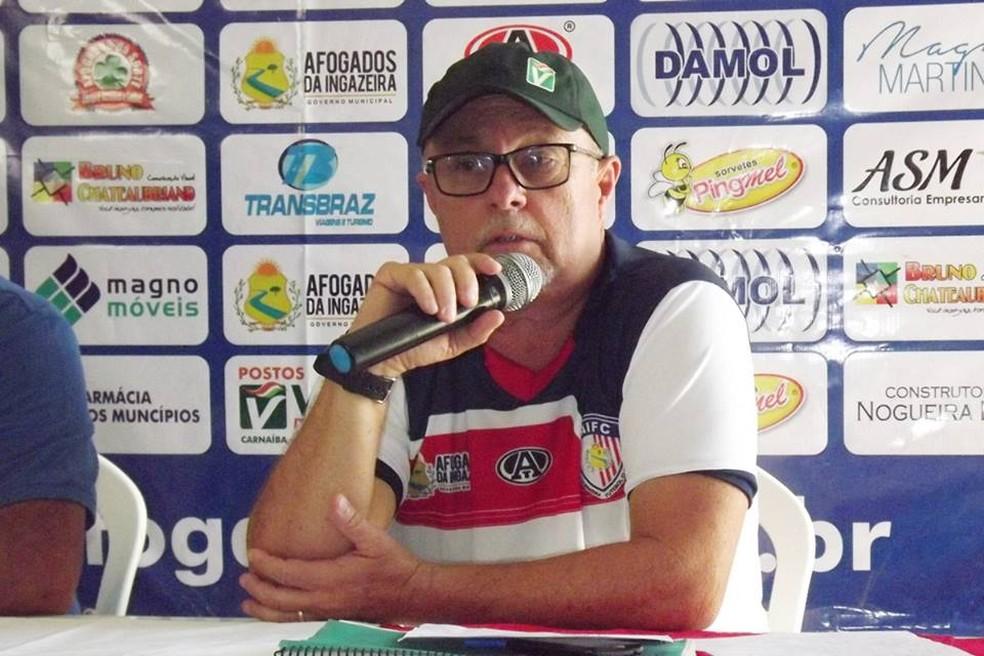 Pedro Manta divulgou elenco para o Estadual (Foto: Facebook / Reprodução)