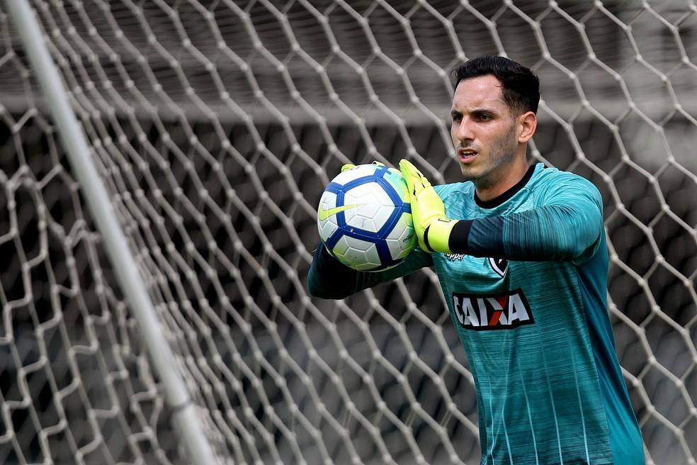 Gatito em treino do Botafogo na manhã desta quarta-feira fc0e7a7d40539