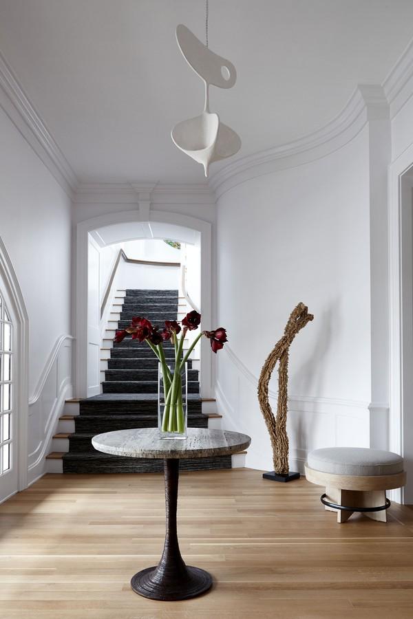 Casa combina arquitetura clássica de 1996 com interiores modernos (Foto: Joshua McHugh)