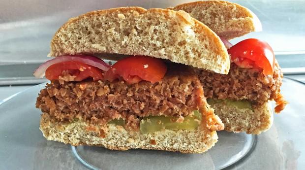 Hambúrgueres da Beyond Meat não contam com proteína animal em sua receita (Foto: Divulgação)