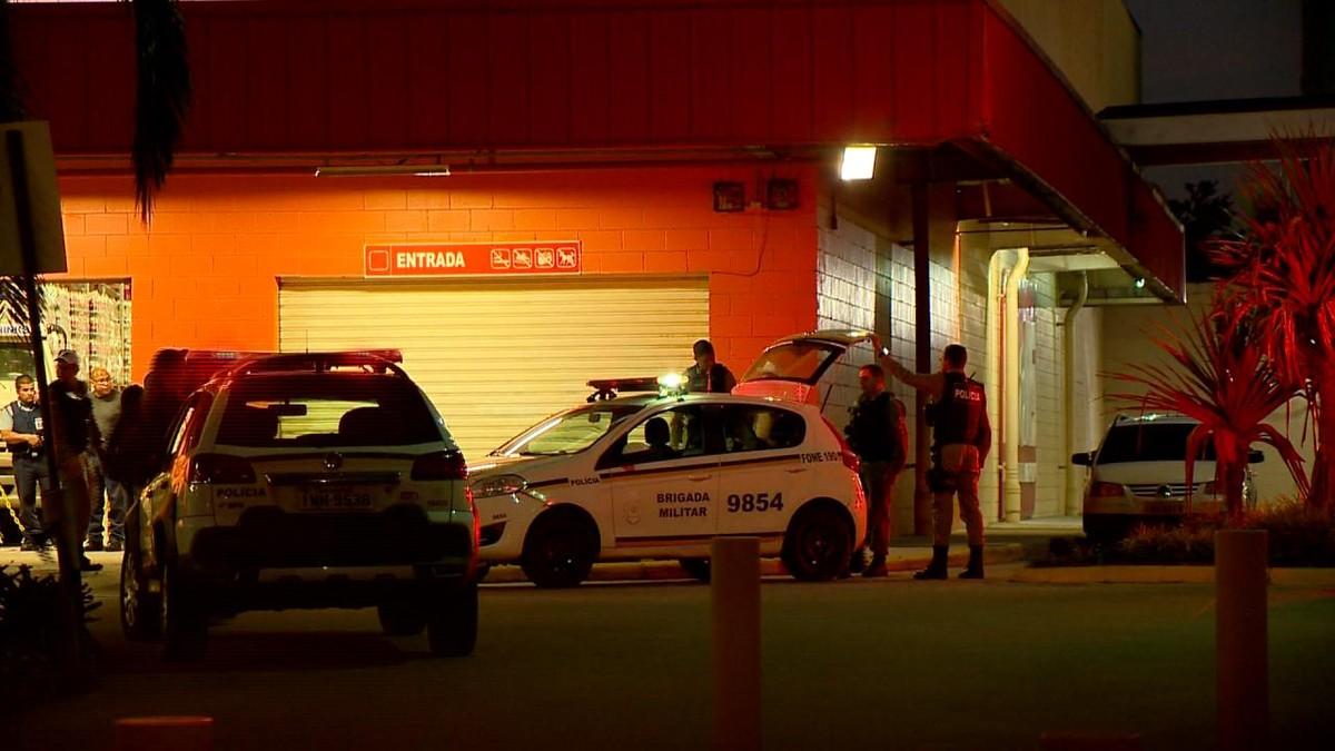 2f453bfbda Criminoso morre baleado durante tentativa de assalto em lotérica