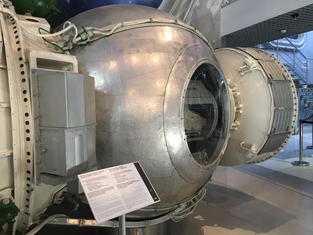 Nave espacial feita para conduzir experimentos médicos e estudar efeitos do voo espacial em seres vivos. (Foto: G1/ Adriane Schultz)