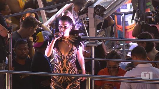 Timbalada canta Fricote da Terezinha no circuito Barra-Ondina
