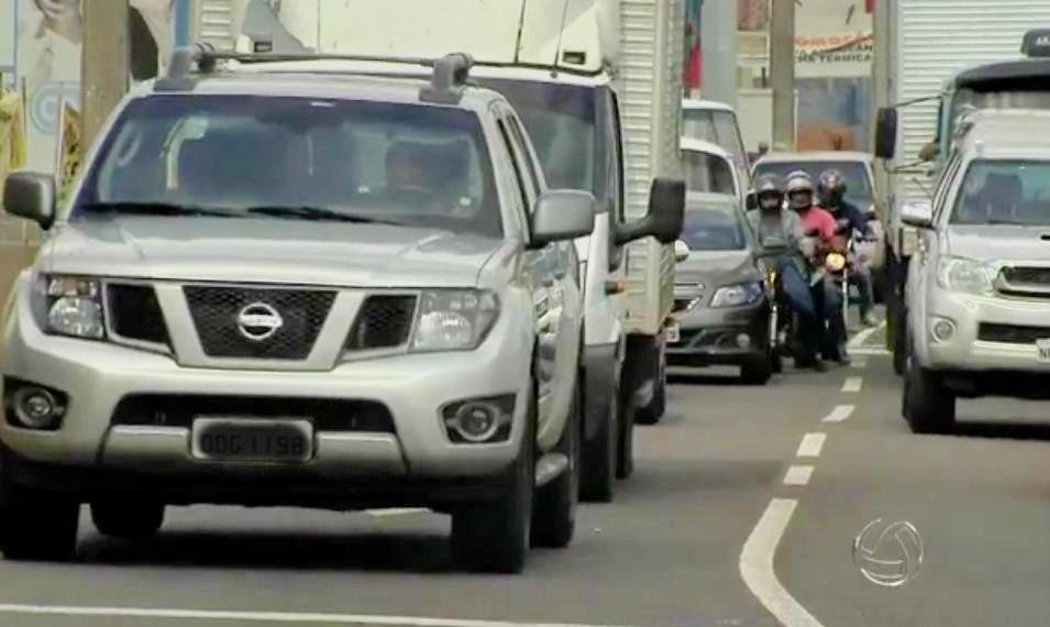 Licenciamento de veículos com placa de final 42, 52 e 62 vence nesta sexta