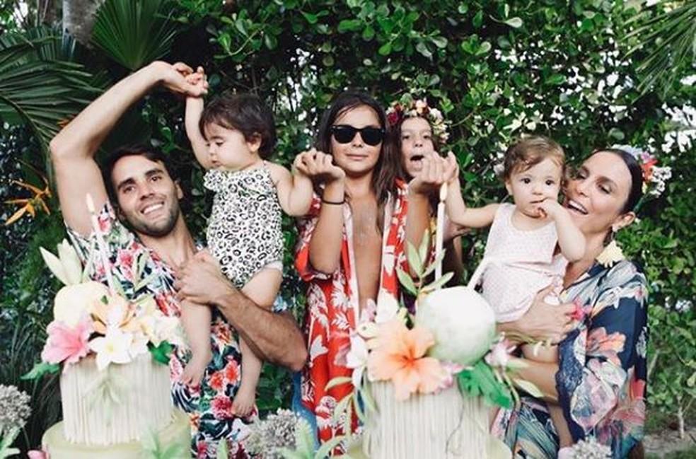 Ivete Sangalo e a família, em registro recente — Foto: Arquivo pessoal