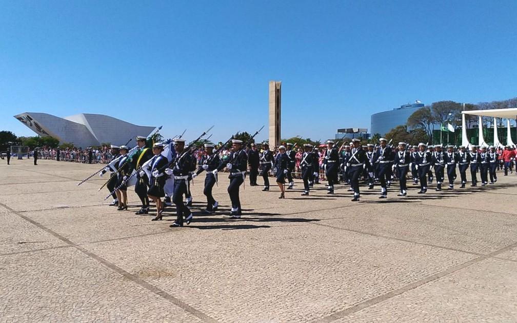 Cerimônia de hasteamento da bandeira do Brasil em comemoração à